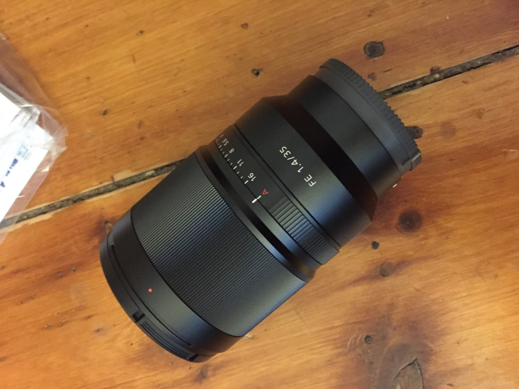 Unboxing the Sony FE35mm f1.4 ZA Zeiss Distagon T*