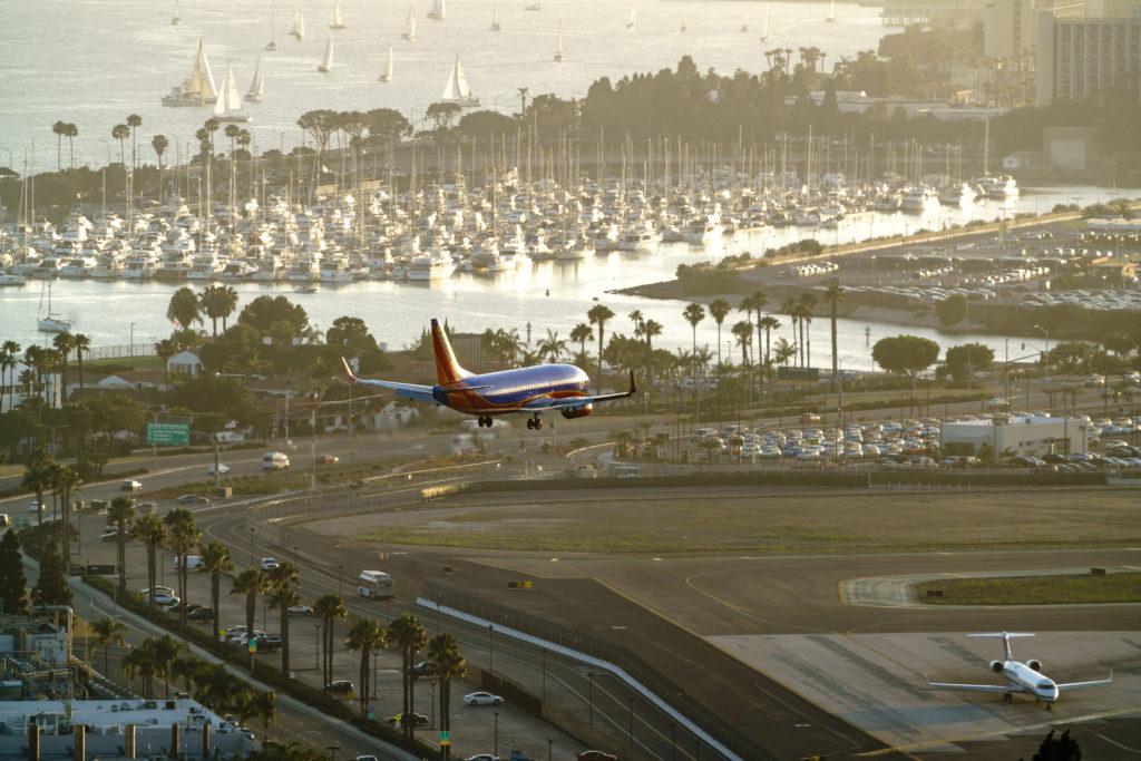 Plane landing, 70-200m, x2