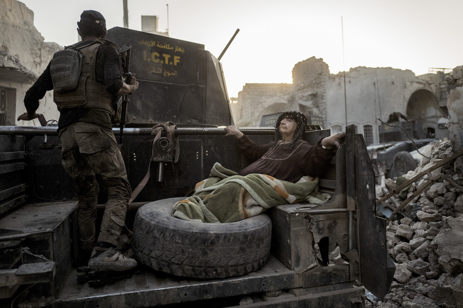 An elderly woman is driven through the city on the back of one of Golden Division's Humvees. The temperature is nearly 50 degrees celcius, and she's too weak to get away from the frontline on her own. 11 days later - 10. July 2017 - the Iraqi prime minister, Haider al-Abadi, declares Mosul liberated, although fighting continues in the city for a couple of weeks.
